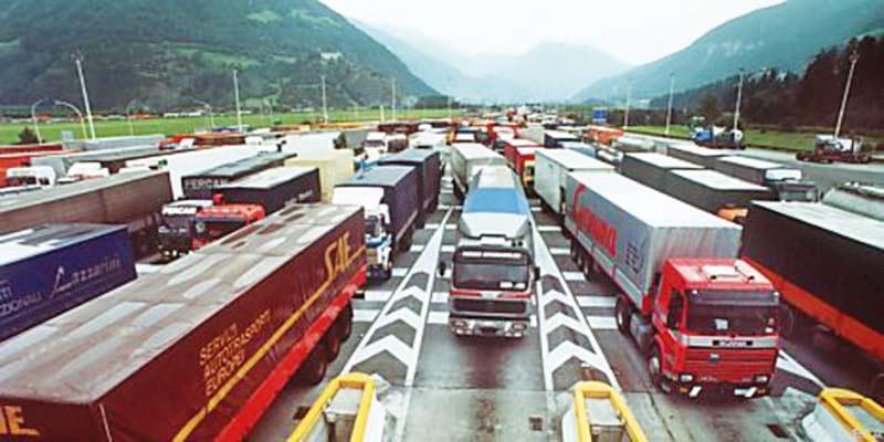 08-LKw-Autobahn-Österreich1