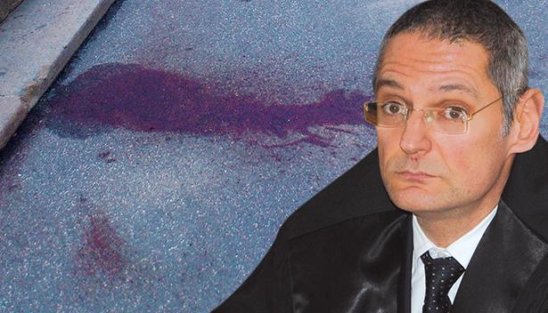 Staatsanwalt Axel Bisignano und die Blutspuren am Sandplatz