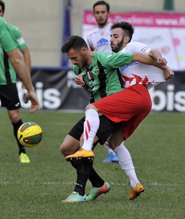 Manuel Marras im Duell mit dem Ex-FCS-Profi Uliano