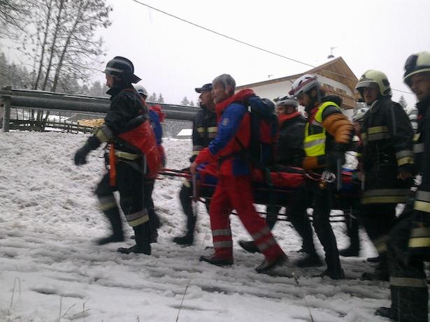 Die Bergung des Verletzten (Foto: BRD)