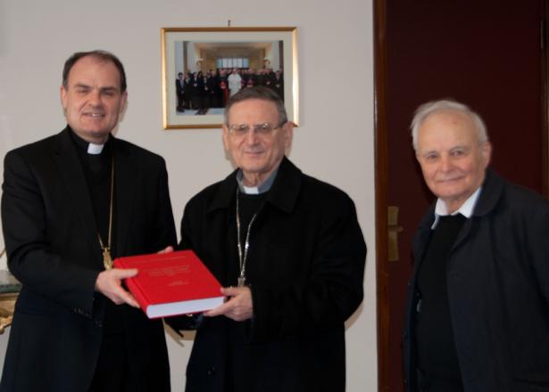 Bischof Ivo Muser und Josef Innerhofer mit dem Kardinal