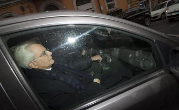 Der neue Staatspräsident im Fiat Panda (Foto: repubblica.it)