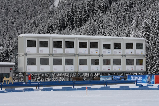 Die TV-Kabinen in der Biathlon-Arena in Antholz