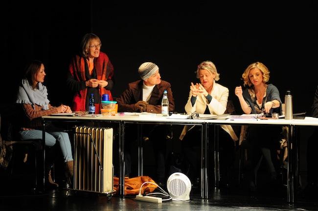 Lehrernacht: Foto: Zwölf Geschworene und keiner von ihnen ist ohne Makel. (Fotoclub Bruenck/Paul Oberlechner)