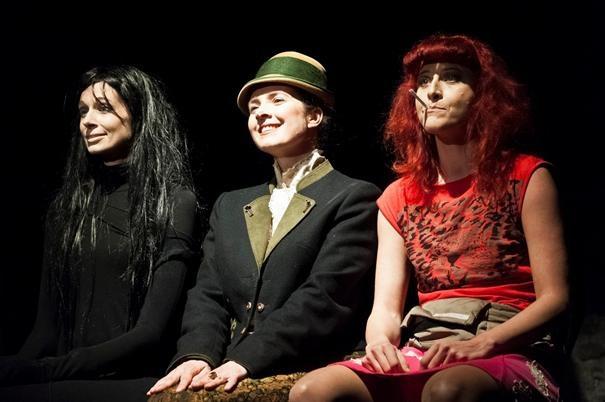 Margot Mayrhofer, Christina Khuen und Susan La Dez: Wie paniert man Schlutzkrapfen??