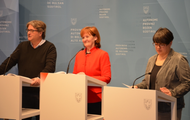 Alex Tabarelli, LRin Martha Stocker und Laura Savoia (Foto: LPA/Daniel Rabanser)