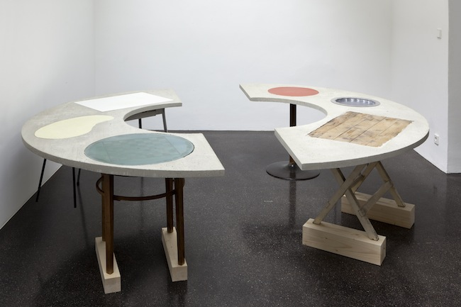 Sonia Leimer, Round Table, 2014 (Courtesy of Barbara Gross München  Nächst St. Stephan, Rosemarie Schwarzwälder, Vienna and the artist)