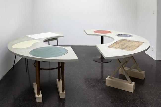 Sonia Leimer, Round Table, 2014 (Courtesy of Barbara Gross München  Nächst St. Stephan, Rosemarie Schwarzwälder, Vienna and the artist)