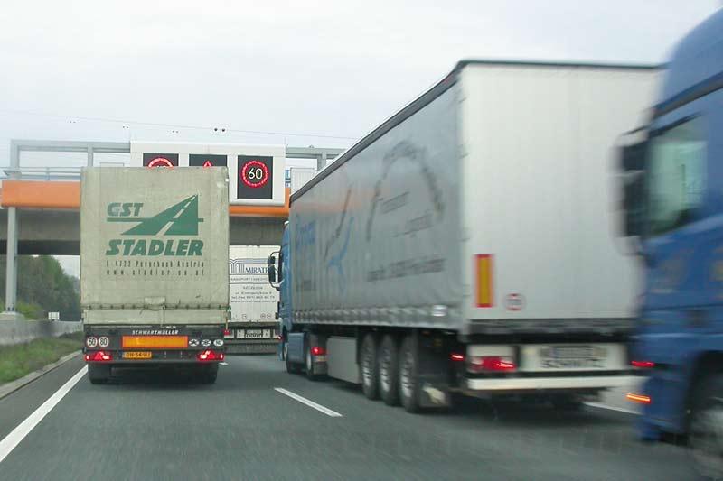 08-LKw-Autobahn-Österreich