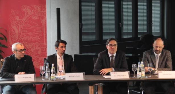 Architekt Benedikter, SMG-Direktor Pappalardo, LH Kompatscher und EOS-Direktor Prast (von links) bei der Vorstellung am Sitz der Handelskammer. (Foto: LPA/HK-Obexer)
