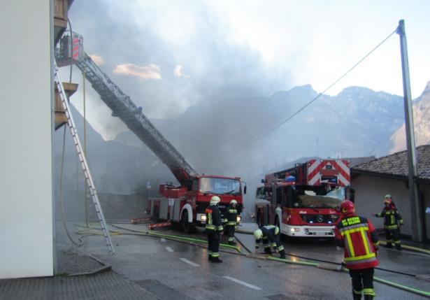 Der Einsatz der Feuerwehr (Foto: Berufsfeuerwehr)