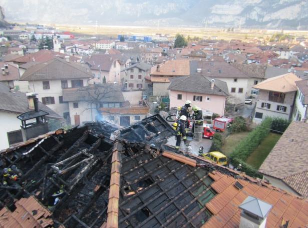 Der Brand in Salurn (Foto: Berufsfeuerwehr)