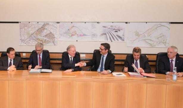 Vincenzo Soprano, Maurizio Gentile, Carlo De Vito, LH Kompatscher, Bürgermeister Spagnolli und Johann Schmiedhofer von der Areal Bozen AG (Foto: LPA/ohn)