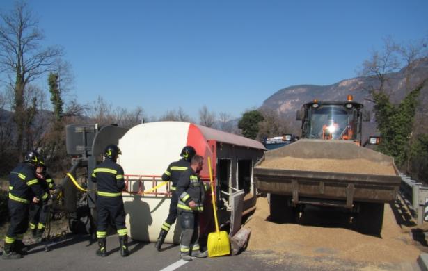 Der Unfall in Auer (Fotos: Berufsfeuerwehr Bozen)