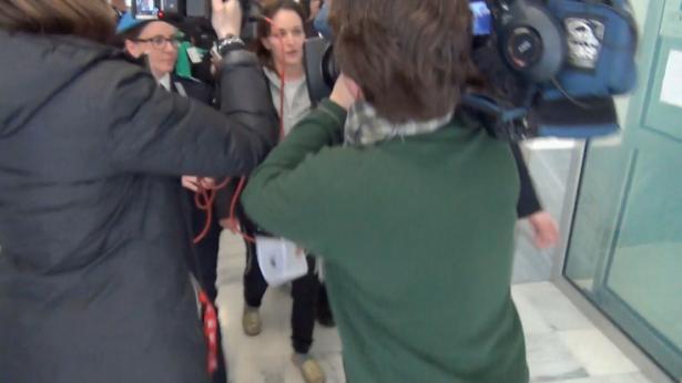 Ester Quici von Journalisten umringt (Foto: Daniel Bologna)