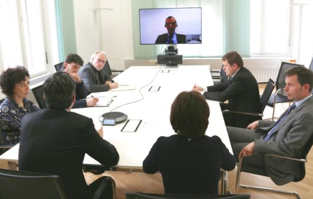 Die erste Sitzung (Luca Bisio war über Video zugeschaltet)
