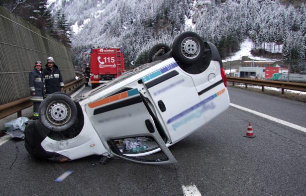 Der Unfall auf der Autobahn (Fotos: FF Sterzing)