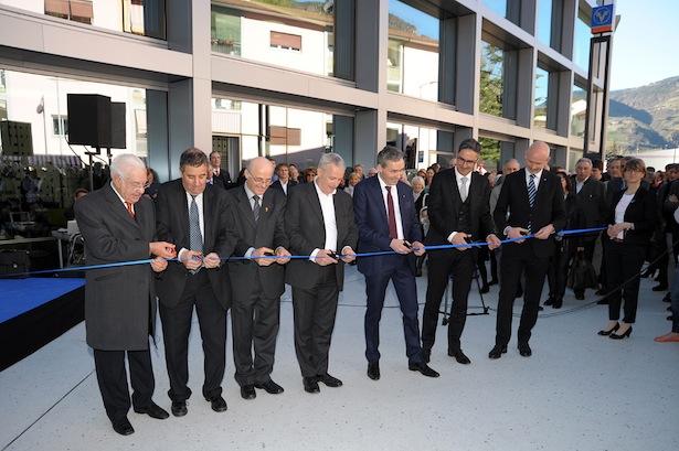 Die Eröffnung des neuen Hauptsitzes mit Ehrenpräsident Zeno Giacomuzzi, BM Luigi Spagnolli, Dekan Bernhard Holzer, Klaus Ladinser, Otmar Michaeler, LH Arno Kompatscher und Johannes Schneebacher (v.l.n.r.).