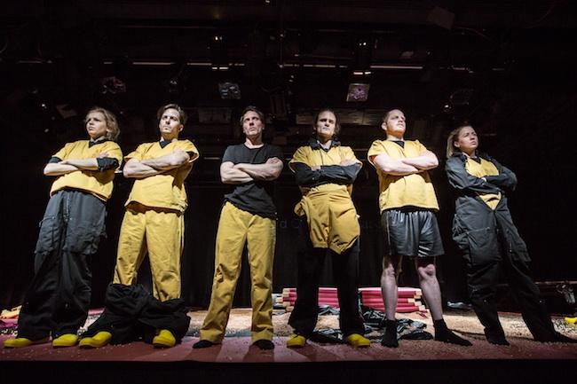 Das Ensemble: Ich denke – aus irgendeinem skurrilen Grund -, dass ich vielleicht etwas ändern könnte. Aber vielleicht bin ich auch nur jung, naiv und dumm. (Foto: Robin Wiegelt)