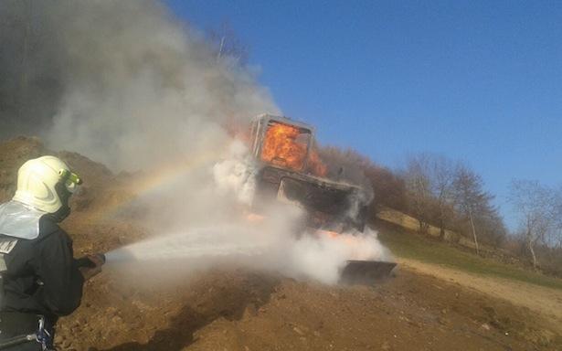 Der brennende Bagger (Fotos: FF Pfalzen)