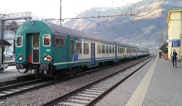Zug_im_Bahnhof_Meran foto wikipedia