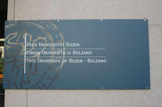 10-Universität-Bozen-SCHILD