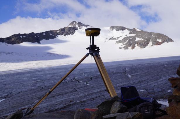 Die Einmessung der Gletscherzungen im Rofental mit differentiellem GPS (Foto: ÖAV/A. Fischer)
