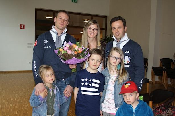 Patrick Gruber mit Doppelpartner Christian Oberstolz und Familie