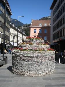 """""""Meran Flowers (the cake)"""" des US-Amerikaners Steven Siegel  in der Sparkassenstraße (Foto: Steven Siegel)"""