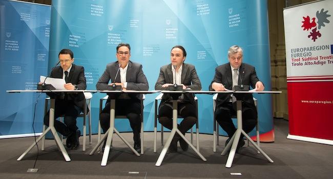 Christian Tommasini, Arno Kompatscher, Philipp Achammer und Florian Mussner: Weg vom Konzept der Nationalstaaten hin zu einem europäischen Projekt des Friedens (Foto: LPA)
