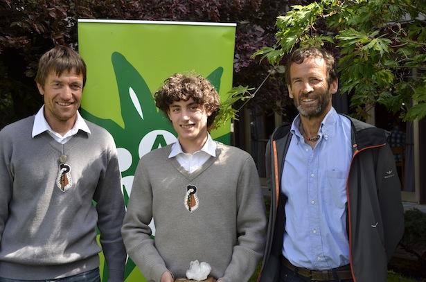 Laudator Adam Holzknecht, Preisträger Alex Walpoth und Thomas Mair vom AVS-Referat für Bergsport und HG