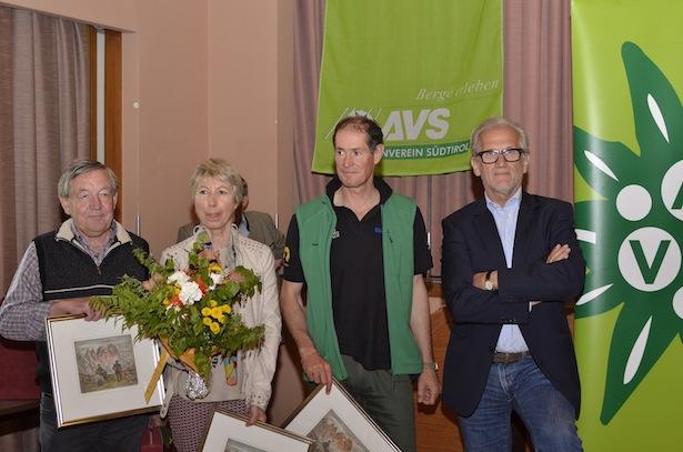 Die scheidenden Landesleitungsmitglieder Robert Schönweger (Referat Wege), Gerda Wallnöfer (Referat Rechtswesen), Markus Breitenberger (Referat Natur & Umwelt) und Hubert Mayrl (Referat Bergsport und HG)