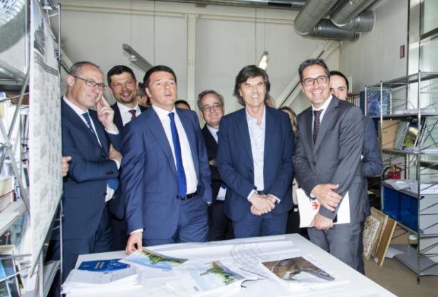 Ugo Rossi, Matteo Renzi, Firmenchef Walter Pichler und LH Kompatscher (Foto: Lpa)