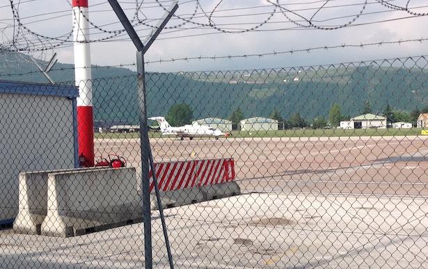 Der Privatjet, mit dem die Mitarbeiter Renzis nach Bozen gekommen sind