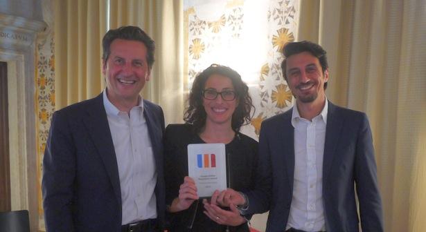 Giulia Eremita überreicht die Auszeichnung an Maurizio Rossini und Marco Pappalardo