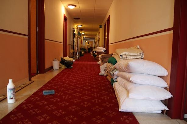 Die Reinigungsarbeiten im Hotel Alpi