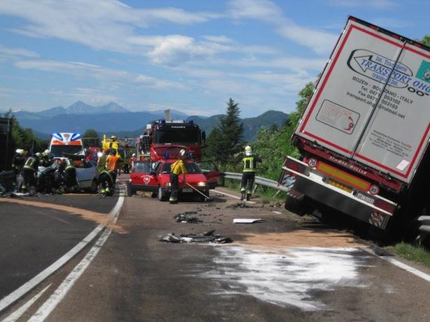 Unfall in Neumarkt (Fotos: FF Neumarkt)