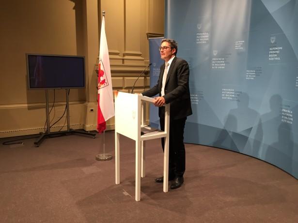 LH Arno Kompatscher auf der Pressekonferenz