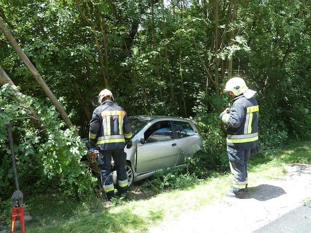 Der Unfall in Auer (Fotos: FF Auer)