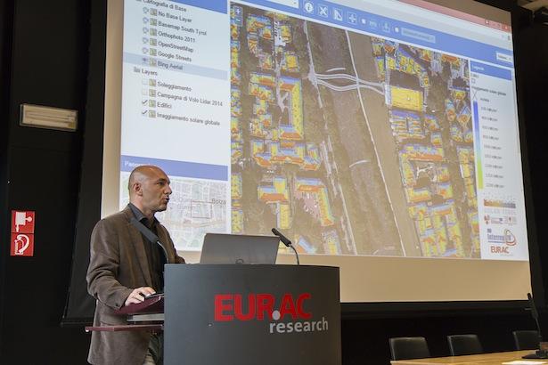 EURAC-Forscher Roberto Monsorno bei der Präsentation des Solarkatasters