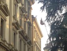 Mann auf dem Dach