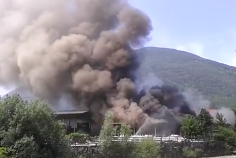 Der Brand in Vahrn (Foto: Facebook/Feuerwehren in Südtirol)