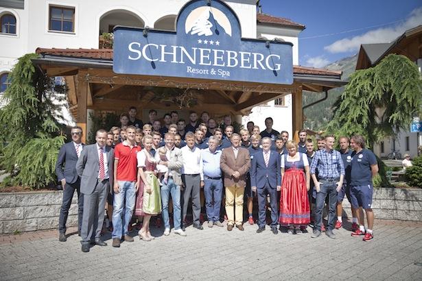 L'FCS e la famiglia Kruselburger davanti allo Schneeberg