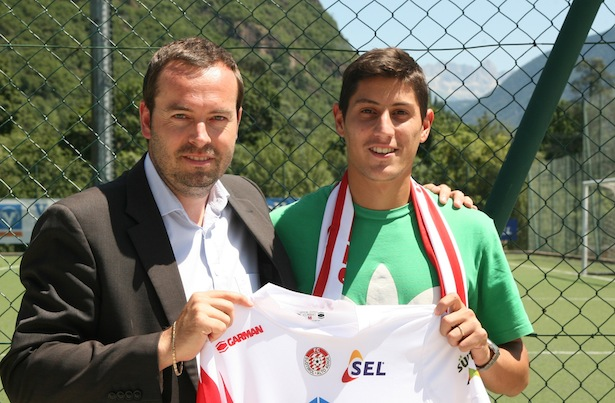Pablo Lima mit FCS-Generaldirektor Dietmar Pfeifer