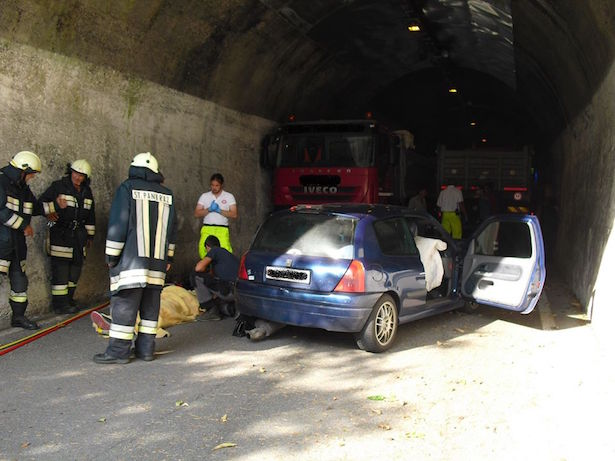 Unfall in St. Pankraz (Fotos: FF St. Pankraz)