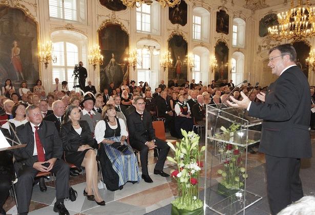 LH Günther Platter bei der Verleihung der Auszeichnungen im Riesensaal der Kaiserlichen Hofburg in Innsbruck (Fotos: Land Tirol/Frischauf)