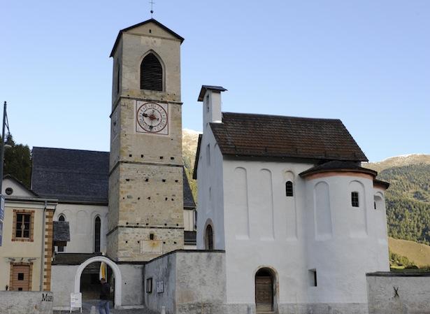12.10.2011, P005 Heiligkreuzkapelle, nach Abschluss der Aussenrestaurierung, kurz vor dem Sonnenaufgang, gegen N.