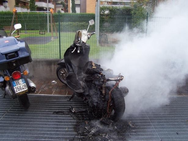 Der ausgebrannte Scooter (Fotos: FF St. Jakob-Grutzen)