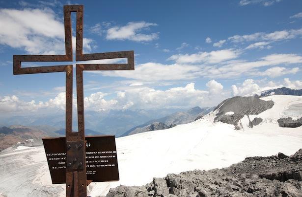 Das Kreuz auf der Hohen Schneid (Ortlerfront) auf 3.434 Metern, der höchste Aufstellungsort (Foto: Elmar Brunner)