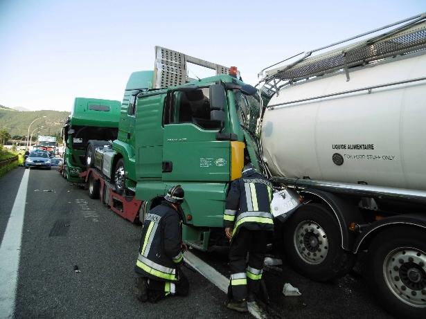 LKW Unfall auf der Autobahn (Fotos: FF Vahrn)